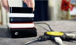 Descargando productos digitales de entretenimiento.Imagen: CubaSi