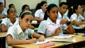 Estudiantes de secundaria. Imagen: Radio Habana Cuba