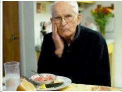 anciano-y-comida