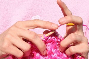 1024px-pink_knitting_in_front_of_pink_sweatshirt