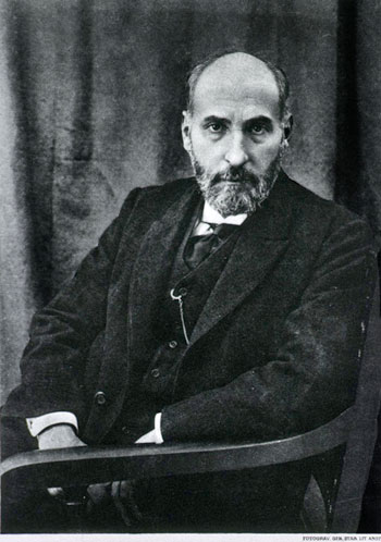 cajal_seated_photo