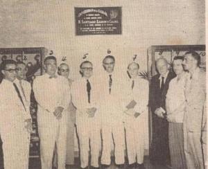 Develación en 1954 de la tarja dedicada al centenario del sabio español