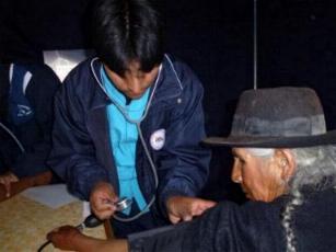 Ancianos en Perú con hipertensión