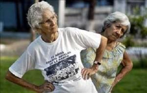 Adulto mayor en Cuba. Abuelas ejercitándose. Imagen: Radio Ciudad del Mar