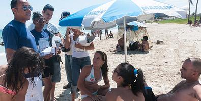 Red de Jóvenes por la Diversidad en las playas de Guanabo. Imagen: Juventud Rebelde